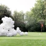 Sila bielych balónov