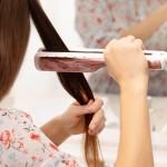 Žehlíte si vlasy správne?