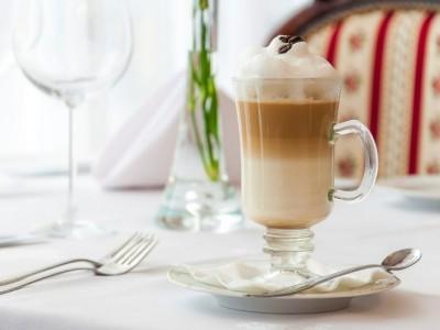 Dokonalá mliečna pena do kávy? Stačia 3 kroky